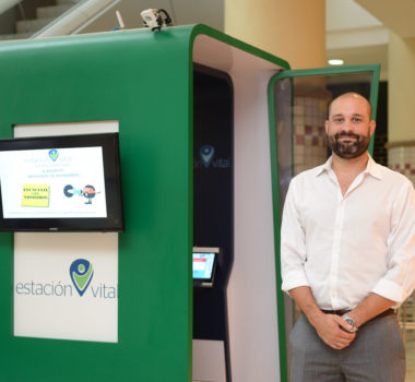 Estación Vital installs kiosks in highly-frequented areas, like malls, providing patients with free preventive tests for temperature, BMI, vision, and blood pressure.
